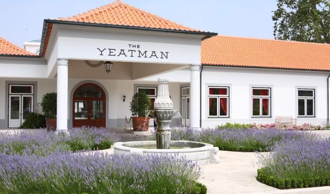 Entrada Hotel Yeatman