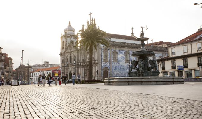 Praça de Gomes Teixeira, popularmente conhecida por Praça dos Leões.