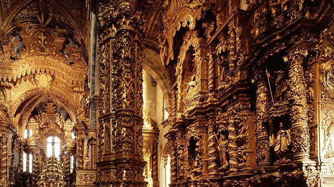 O interior da Igreja de São Francisco - Decoração em Ouro