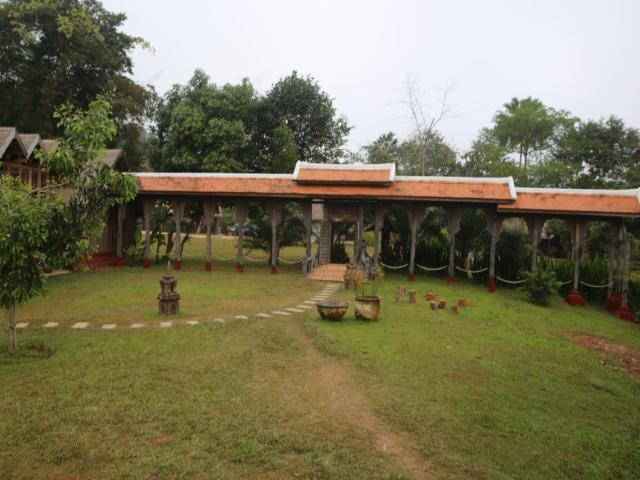Luang Prabang - elefante campo (4)